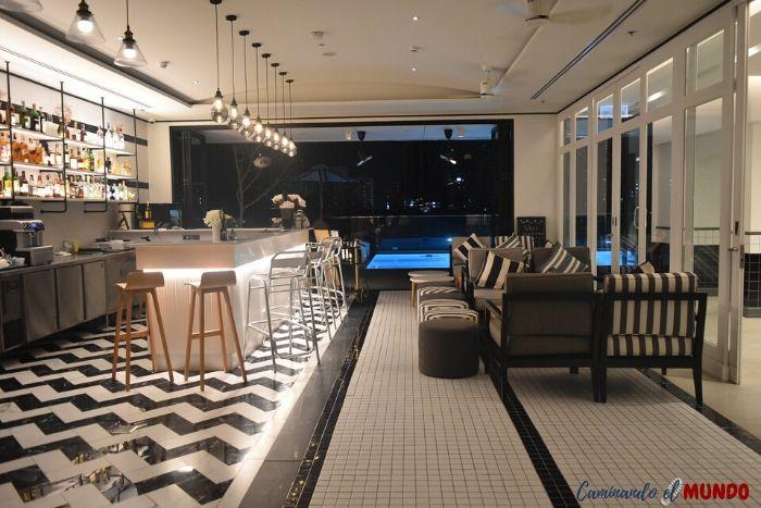 Bar del hotel Vince en Bangkok