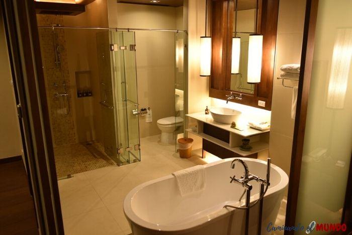 Baño de lujo en la Suite del Panviman Chiang Mai
