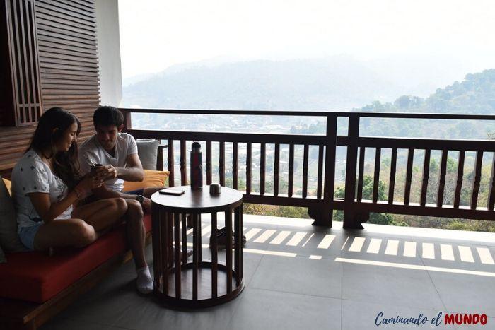 Balcón de nuestra habitación en el Panviman Chiang Mai