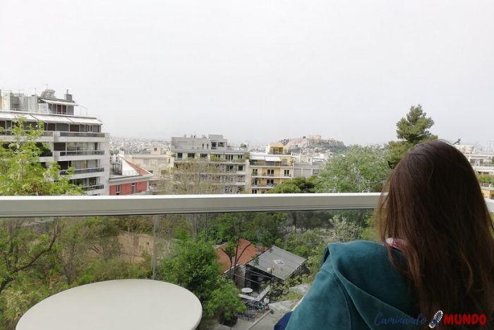 Balcón de la habitación del hotel en atenas