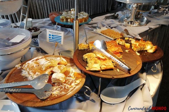 Desayuno en el hotel en atenas