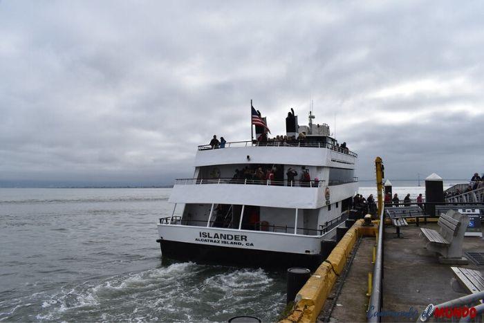 Ferry hacia la Isla