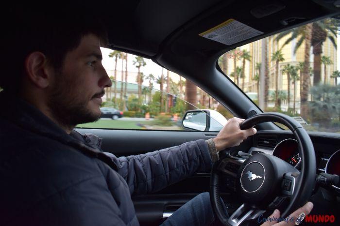 Conduciendo un Mustang en Las Vegas