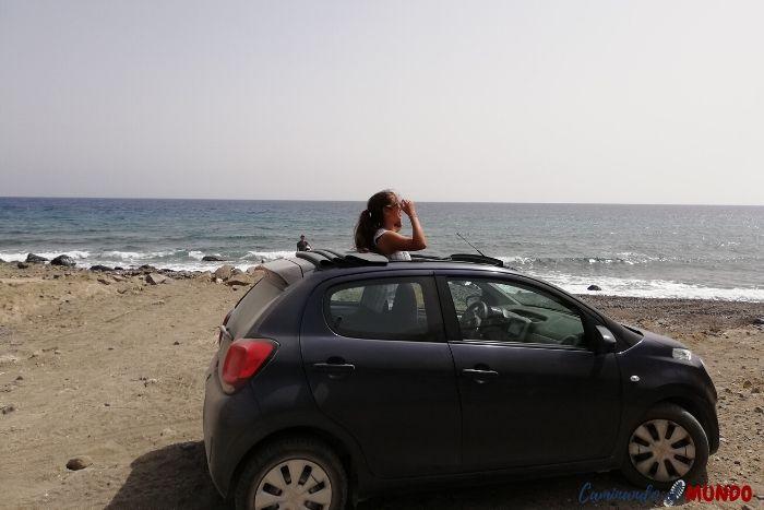 El auto que alquilamos en Santorini