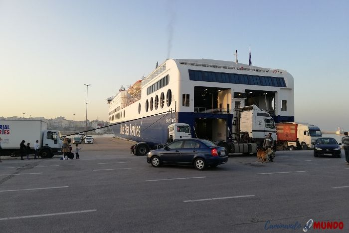 Ferry de Blue Star Ferries desde Santorini a Atenas