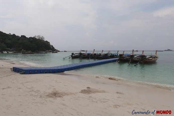 Puerto de baldosas flotantes en Koh Lipe