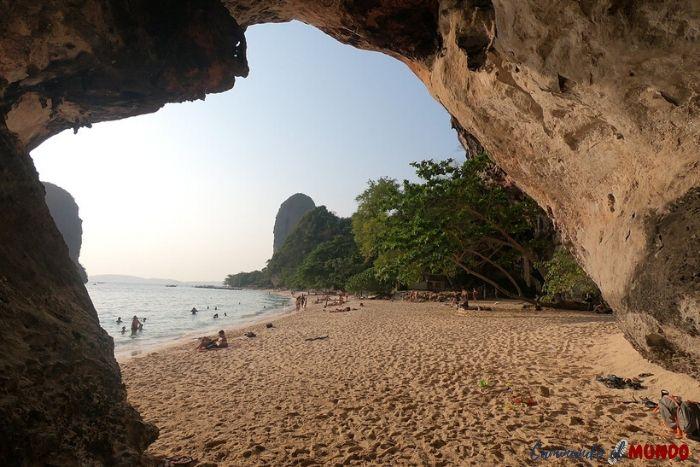 Vistiando la cueva de Ao Nang, el paraíso en nuestra ruta por Tailandia