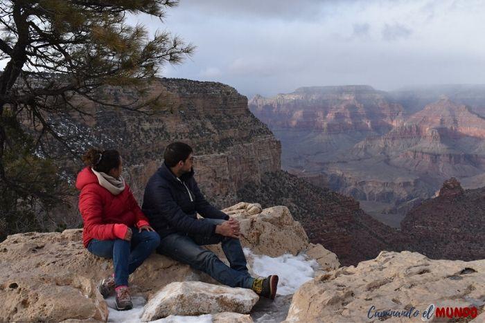 Contemplando el Grand Canyon en invierno