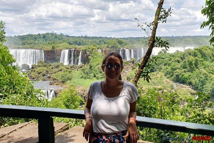 Belu en las Cataratas del Lado Brasilero de frente