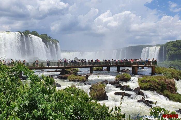 Pasarela frente a las Cataratas Brasil
