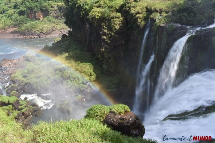Salto en el circuito inferior con arcoíris