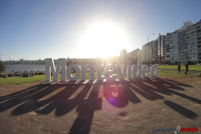 Cartel de Montevideo en la zona de Pocitos