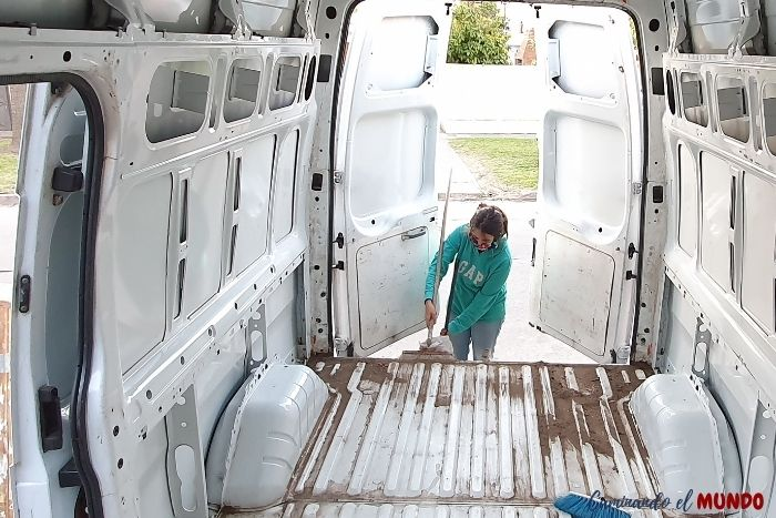 Limpieza de furgon - camperizacion
