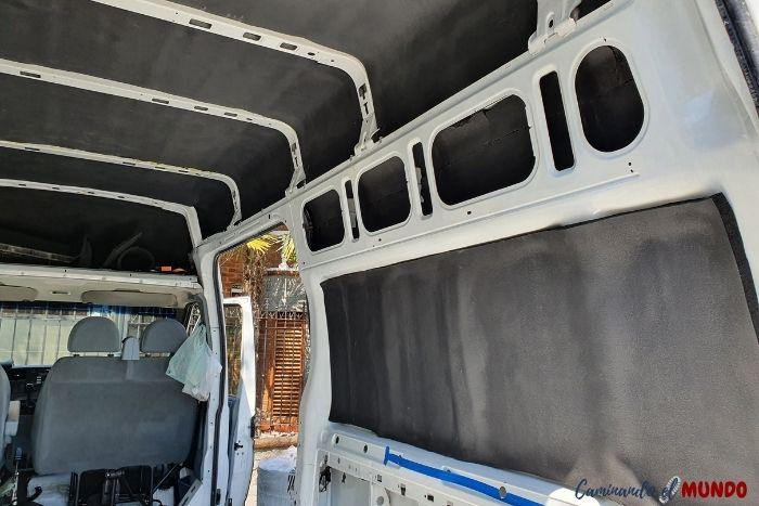 Aislamiento de las paredes de un furgon