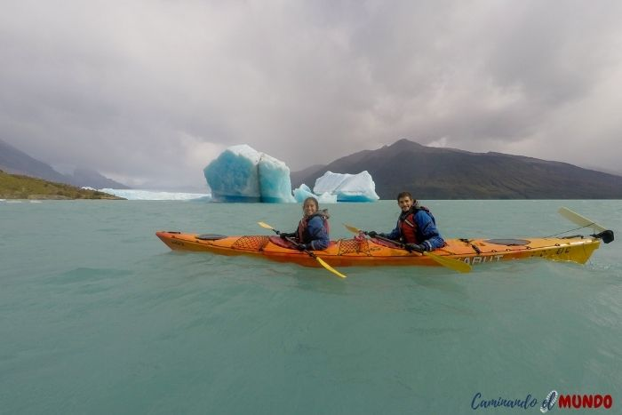 Kayak en el Lago Argentino, glaciar Perito Moreno